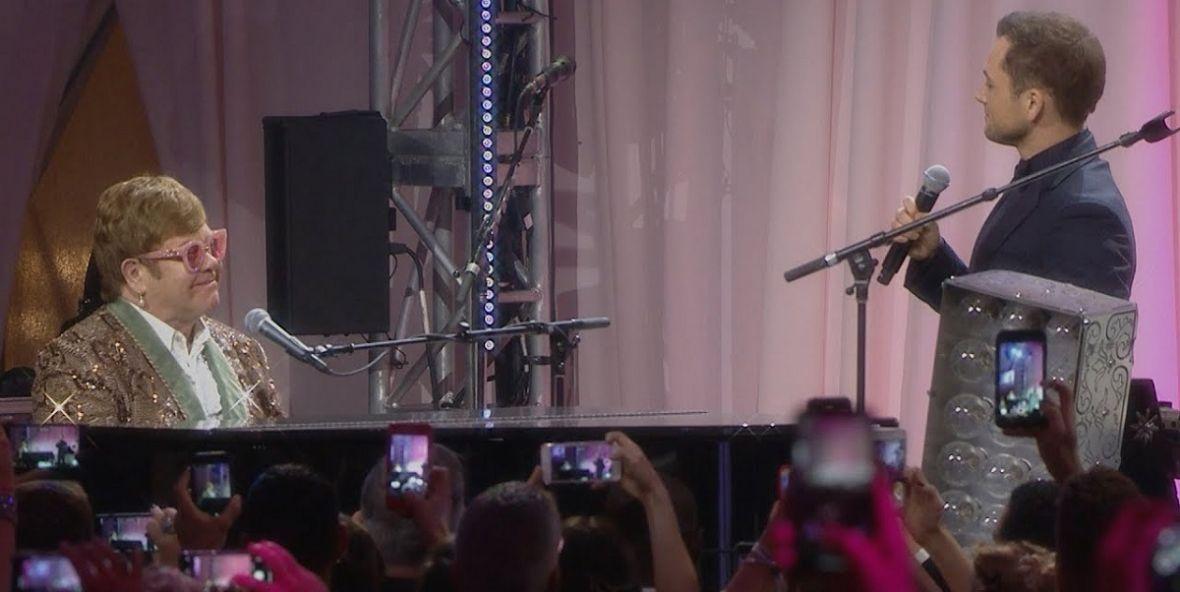 """Taron Egerton i Elton John wystąpili razem na żywo. Można być spokojnym o jakość """"Rocketmana"""""""