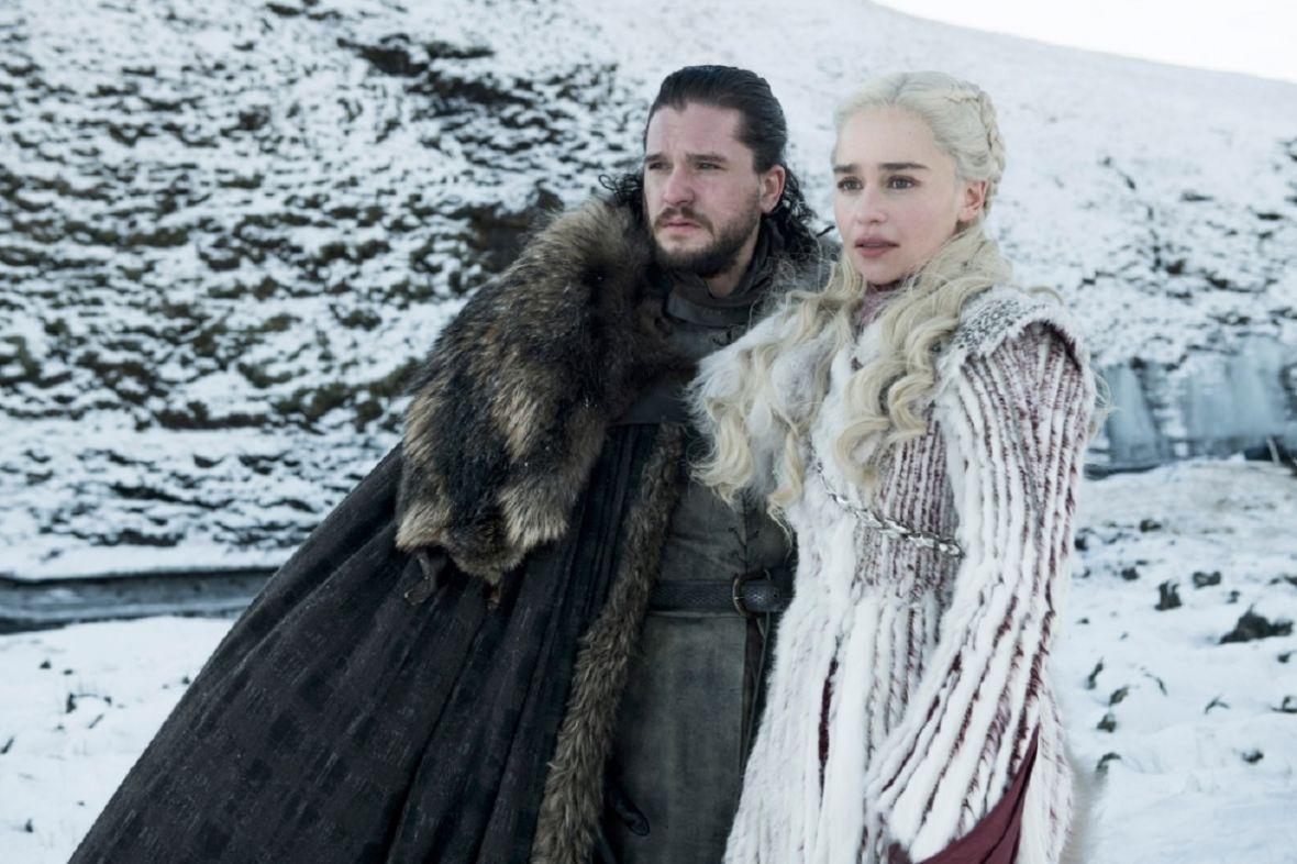 """HBO zaczepia fanów """"Gry o tron"""" na Facebooku i pokazuje bohaterów finałowego sezonu na Żelaznym Tronie"""