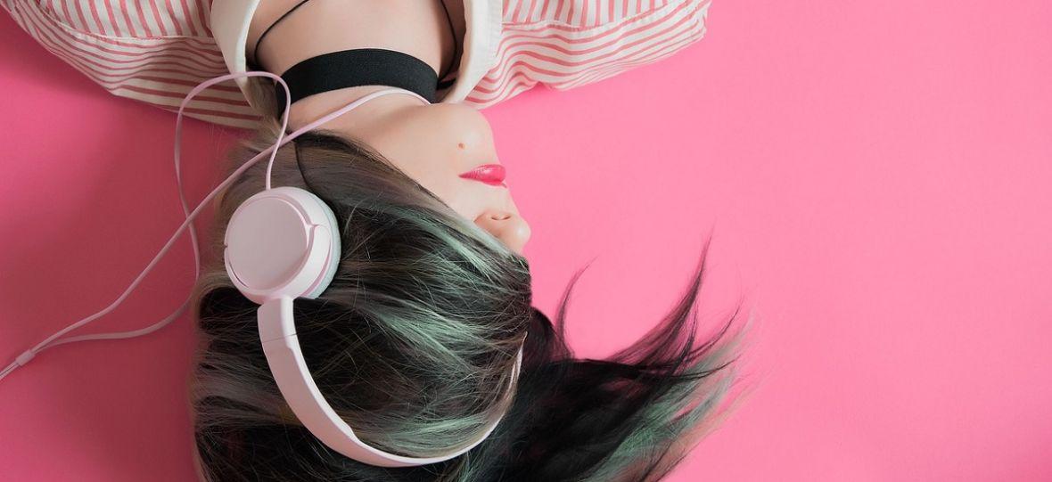Czego słuchają polskie nastolatki? W głośnikach rządzą rap i pop