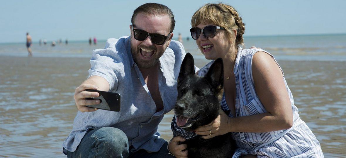 """Ricky Gervais radzi sobie z depresją po brytyjsku. """"After Life"""" to nowy serial od Netfliksa"""