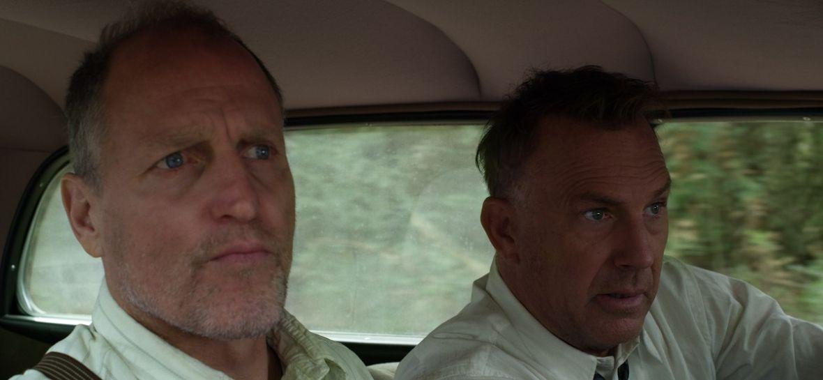 """Kevin Costner i Woody Harrelson usiłują złapać parę legendarnych przestępców. """"The Highwaymen"""" od Netfliksa – recenzja"""