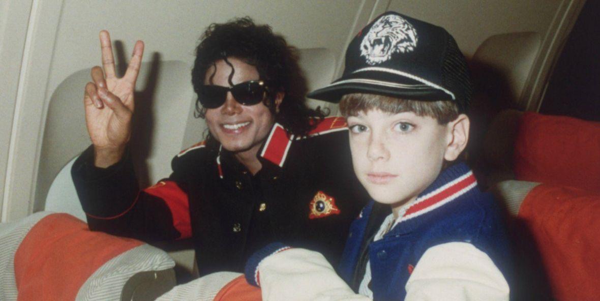 """Spadkobiercy Michaela Jacksona odwracają uwagę od filmu """"Leaving Neverland"""". Król Popu pod ostrzałem"""