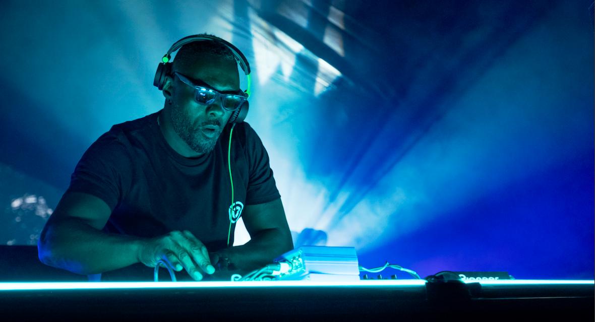 """Od DJ-a do babysittera. Widzieliśmy """"Turn Up Charlie"""", nowy serial Netfliksa z Idrisem Elbą w roli głównej"""