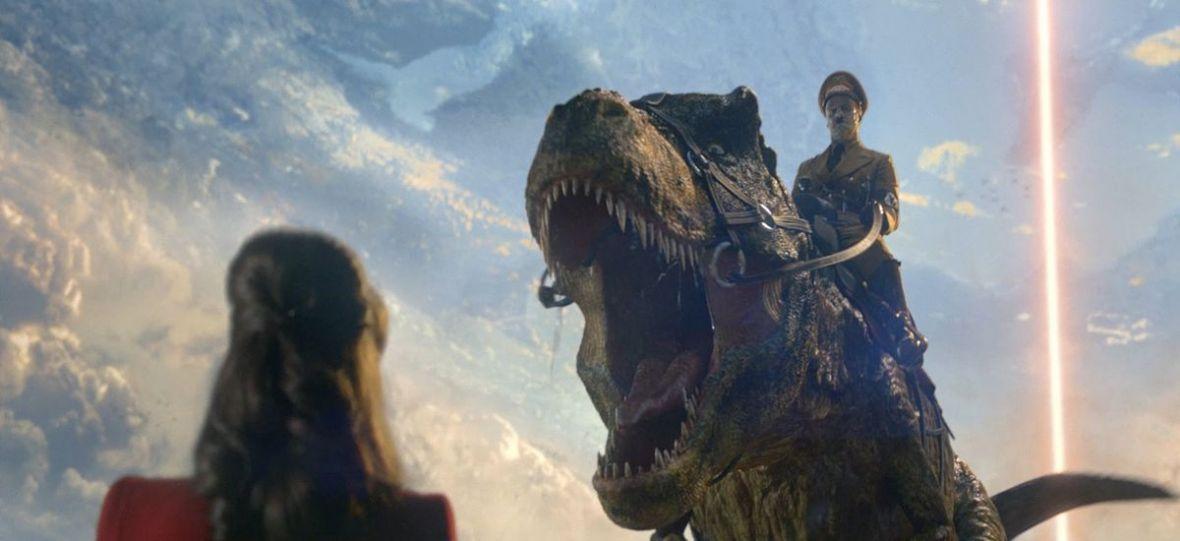 Reptilianie, Hitler na dinozaurze, Tolkien oraz Pikachu. W maju warto wybrać się do kina