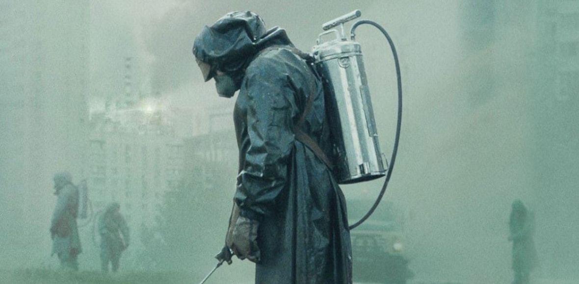 """Nie możesz dojść do siebie po finale """"Czarnobyla""""? Podpowiadamy, na jakie inne mocne miniseriale warto jeszcze zwrócić uwagę"""