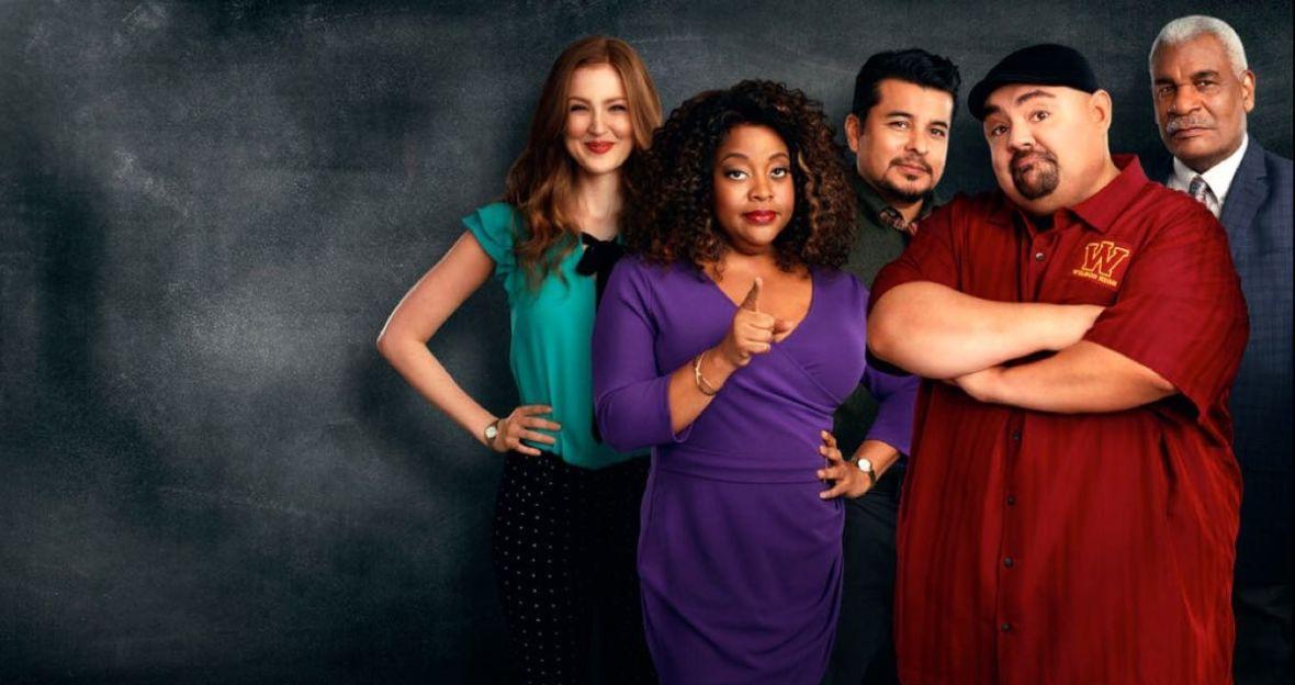 """""""Profesor Iglesias"""" od Netfliksa to klasyczny sitcom, idealny na początek wakacji. Oceniamy premierowe odcinki"""