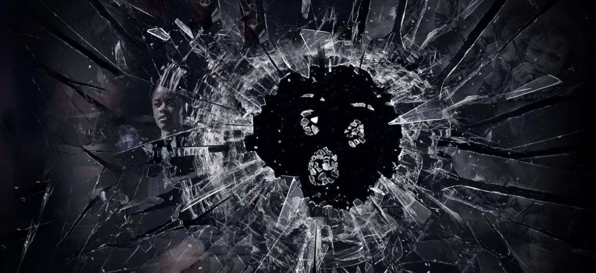 """Kiedyś w """"Czarnym lustrze"""" mogliśmy zobaczyć straszną przyszłość. Nowy sezon nie nadąża za rzeczywistością"""