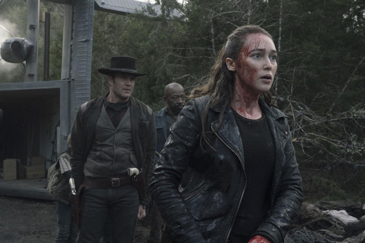 """""""Fear the Walking Dead"""" nadal szuka pomysłu na siebie. Recenzujemy otwarcie 5. sezonu"""