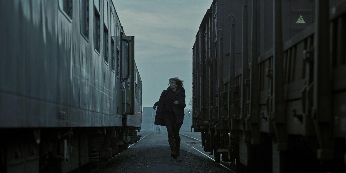 """""""Pamiętam tę ekscytację, kiedy system upadł"""" – rozmawiamy z obsadą i twórcami serialu """"Nieświadomi"""", czeskiej produkcji HBO"""
