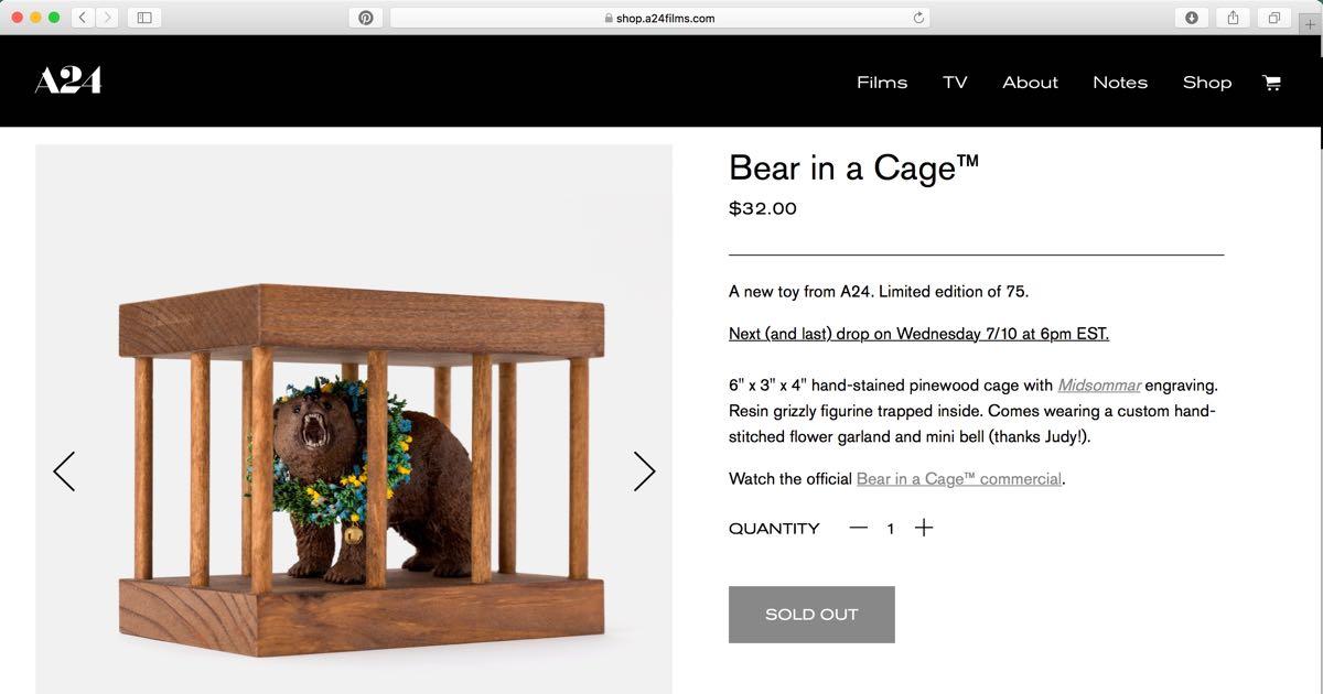 Niedźwiedź w klatce - zabawka promująca Midsommar. W biały dzień