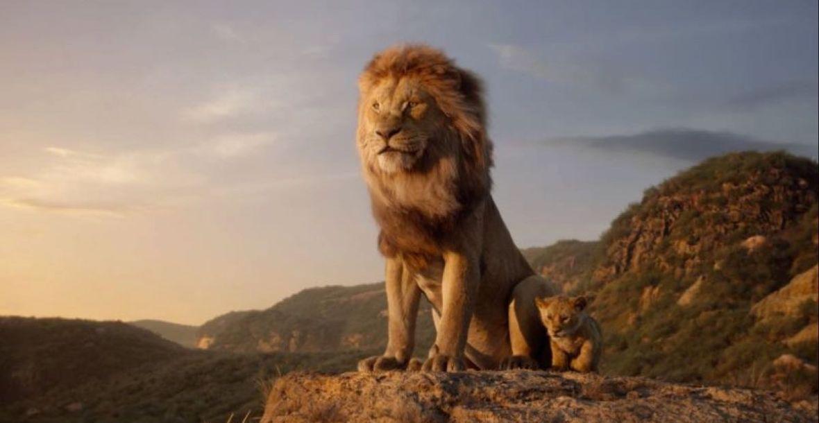 """Seth Rogen krzyczy """"Hakuna Matata!"""" w nowym materiale z planu """"Króla Lwa"""". Disney rozkręca promocję filmu"""