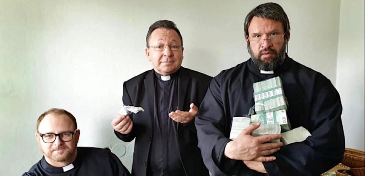"""Misiewicz kontra Vega. Premiera filmu """"Polityka"""" zagrożona?"""