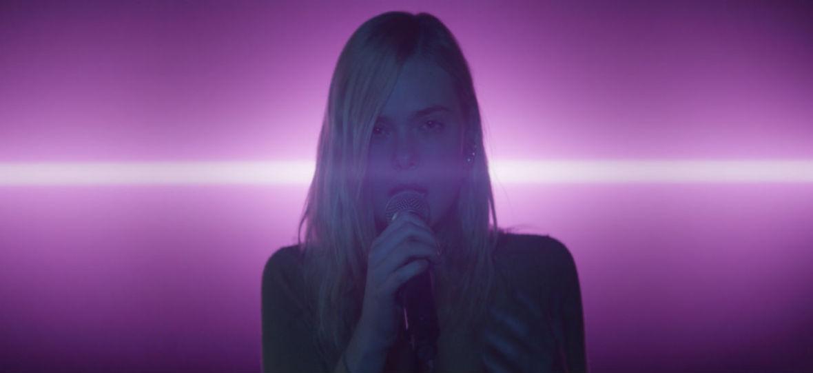 """Film """"Moja gwiazda. Teen Spirit"""" warto obejrzeć tylko dla udanego występu Elle Fanning – recenzja"""