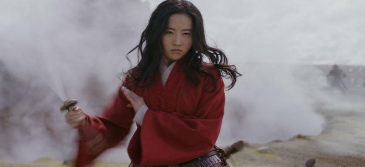 """Film """"Mulan"""" może zostać zbojkotowany ze względu na poglądy aktorki. Jak kontrowersje wpływają na kariery filmowców?"""