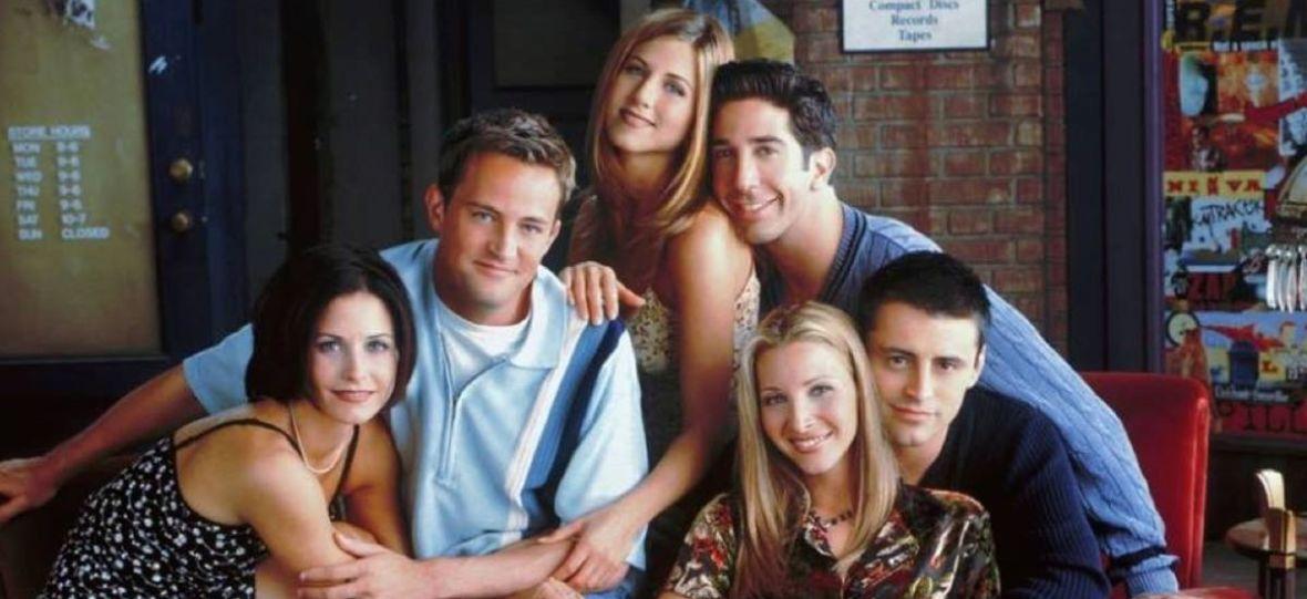 """Robin Williams, Brad Pitt i Christina Applegate i inne świetne występy gościnne w serialu """"Przyjaciele"""""""