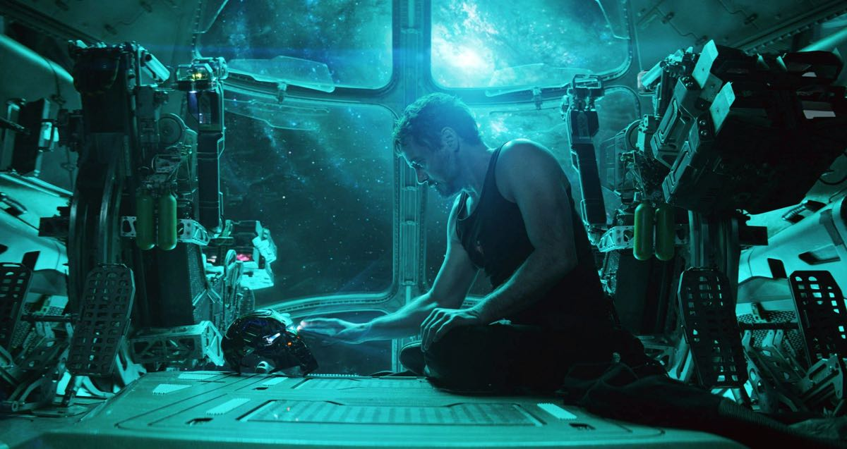 """Tony Stark - kadr z filmu """"Avengers: Koniec gry"""""""