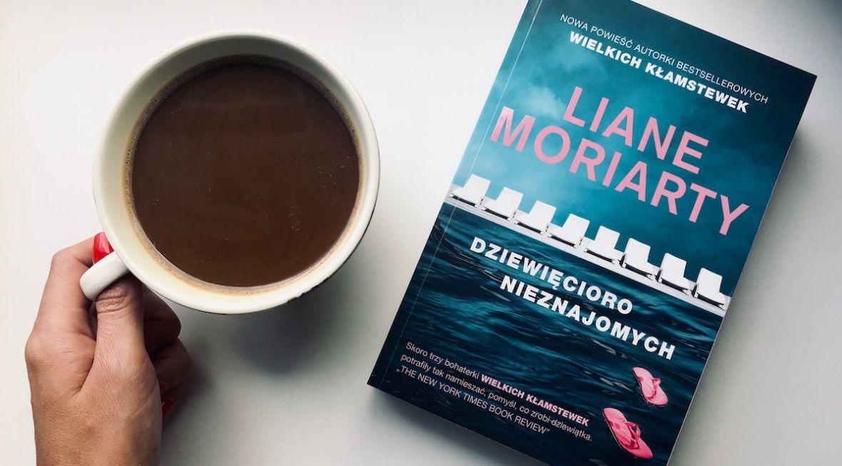 """To będzie doskonały serial, może nawet lepszy niż """"Wielkie kłamstewka"""". Czytaliśmy nową książkę Liane Moriarty – """"Dziewięcioro nieznajomych"""""""