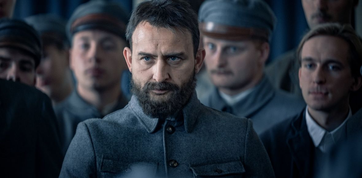 """""""Piłsudski"""" to film, na który najprawdopodobniej pójdziesz z nauczycielką. Widzieliśmy nowe wcielenie Borysa Szyca"""