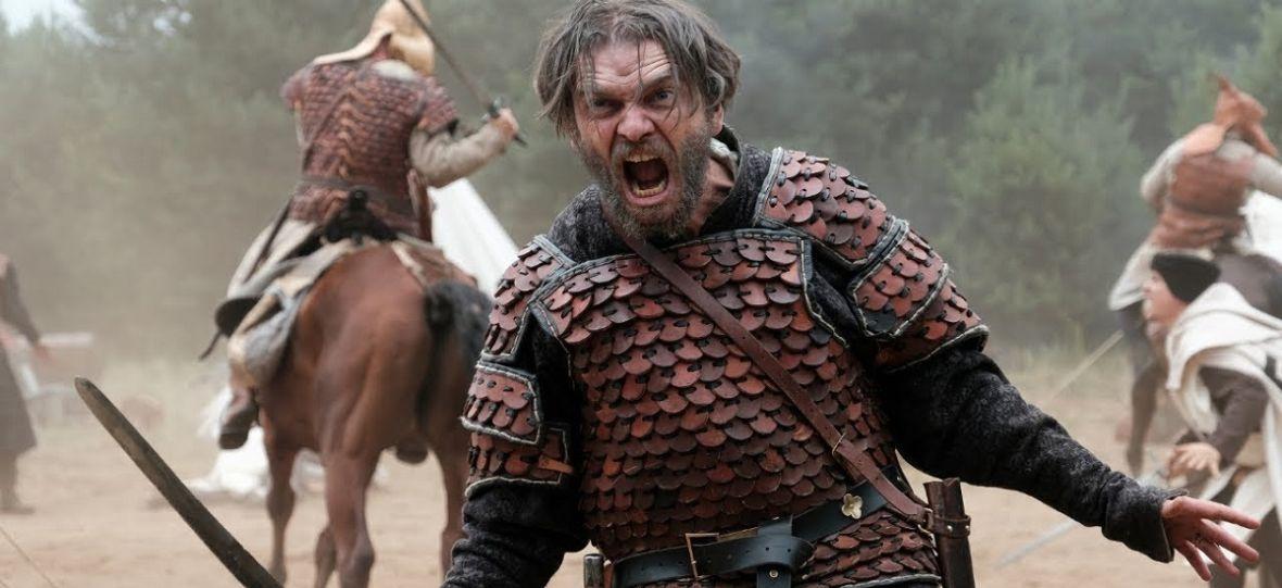 """Żałuję, że """"Korona królów"""" nie ma większego budżetu. Bo to jeden z najciekawszych seriali jesiennej ramówki telewizji"""