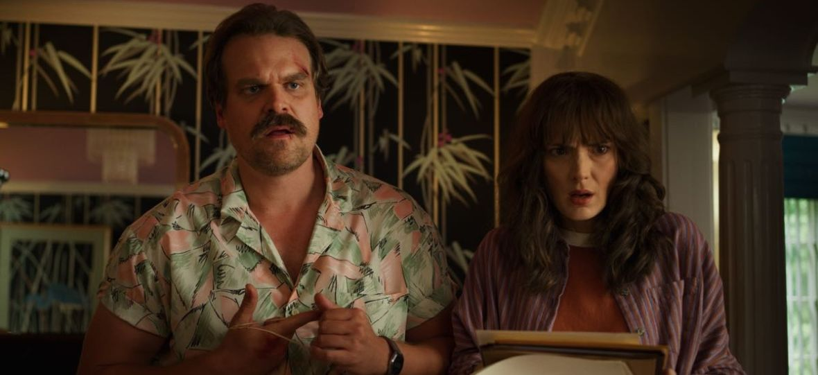 """Tajemnicze zdjęcie z planu """"Stranger Things"""" rzuca światło na los Jima Hoppera?"""
