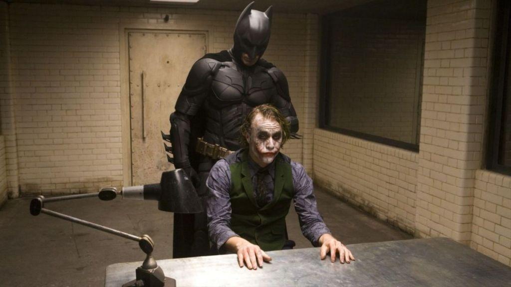 Joker i Batman w scenie z filmu Mroczny Rycerz