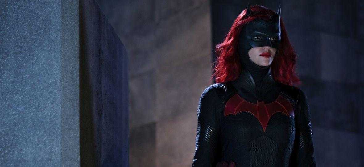 """Początek serialu """"Batwoman"""" jest absolutnie fatalny. Ale nie z powodów, które podnoszą hejterzy – recenzja"""