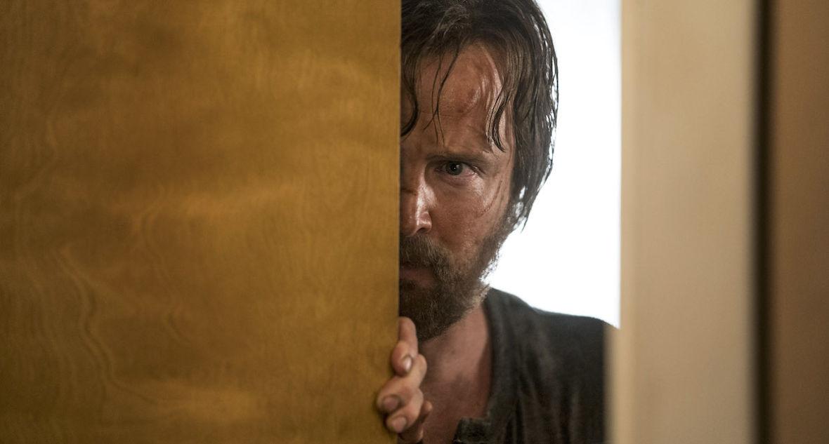 """Fani """"Breaking Bad"""" czekali na to ponad pół dekady. """"El Camino: Film Breaking Bad"""" to produkcja, która cię zachwyci i wkurzy jednocześnie"""