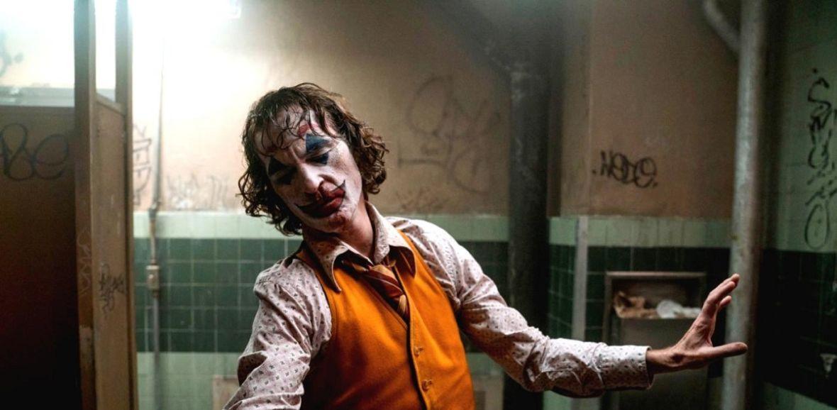 """Wiele wskazuje na to, że trwają pracę nad 2. częścią """"Jokera"""", a jego reżyser może opowiedzieć jeszcze jedną historię ze świata DC"""