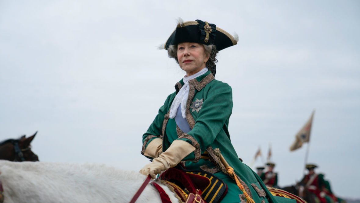 """Helen Mirren łamie stereotypy dotyczące wieku. A jej rola w serialu """"Katarzyna Wielka"""" jest olśniewająca"""