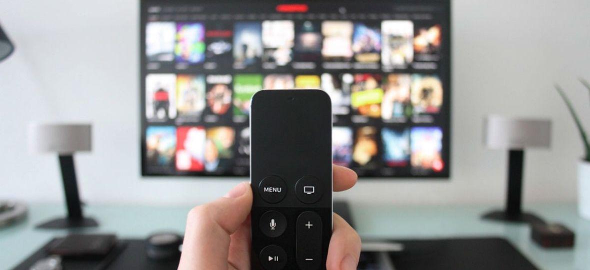 Ludzie nie chcą płacić za abonament RTV, a coraz chętniej zakładają konta VOD. Dlaczego tak jest?