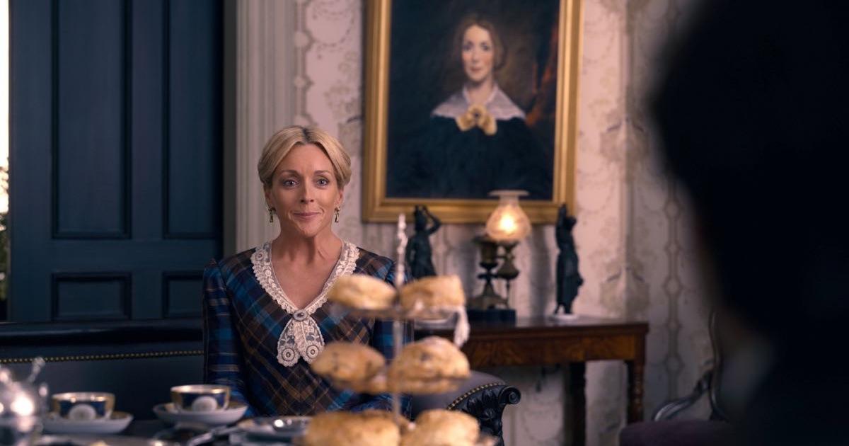 Dickinson - Jane Krakowski - kadr z serialu