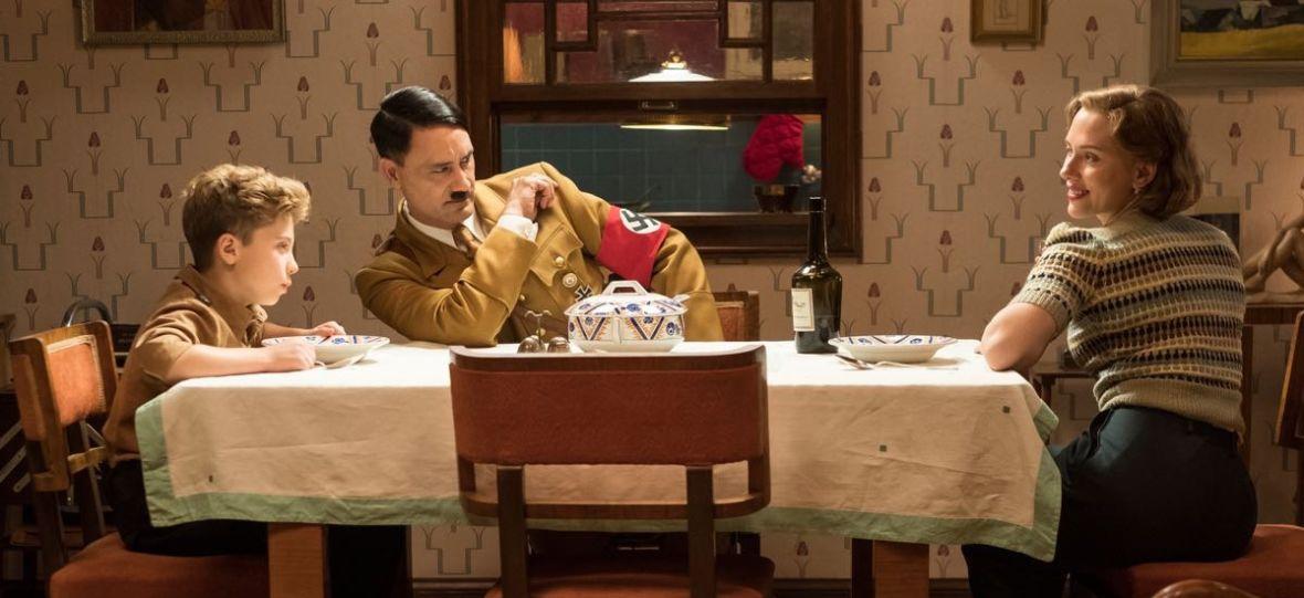 """Taika Waititi jako Adolf Hitler. """"Jojo Rabbit"""" to przejmujący film o wchodzeniu w dorosłość"""