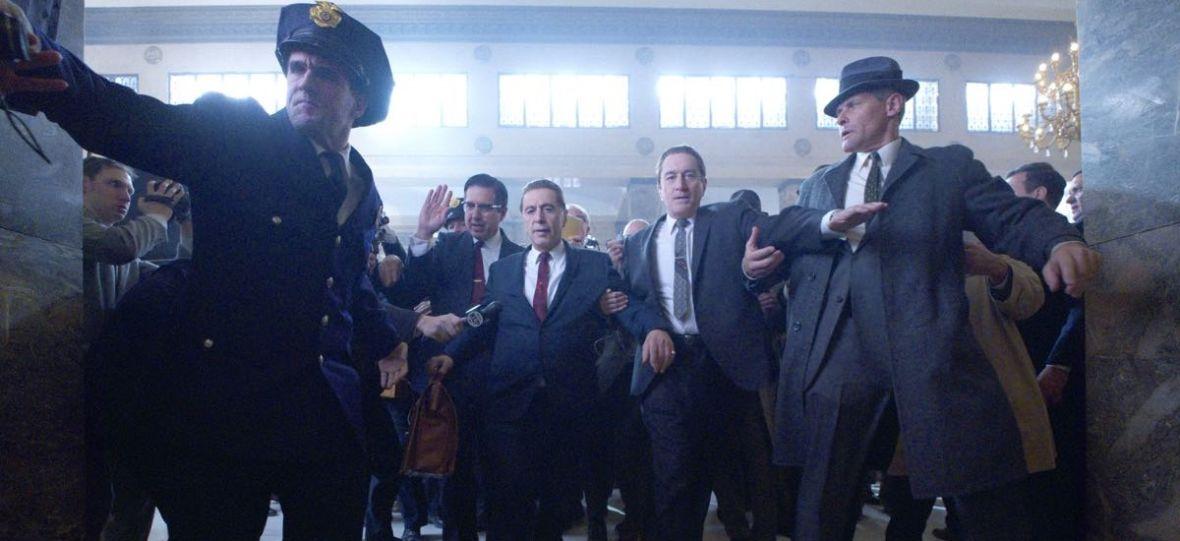 """Martin Scorsese zebrał w """"Irlandczyku"""" doborową obsadę. Czy jednak aktorzy przypominają postaci historyczne, w które się wcielają?"""