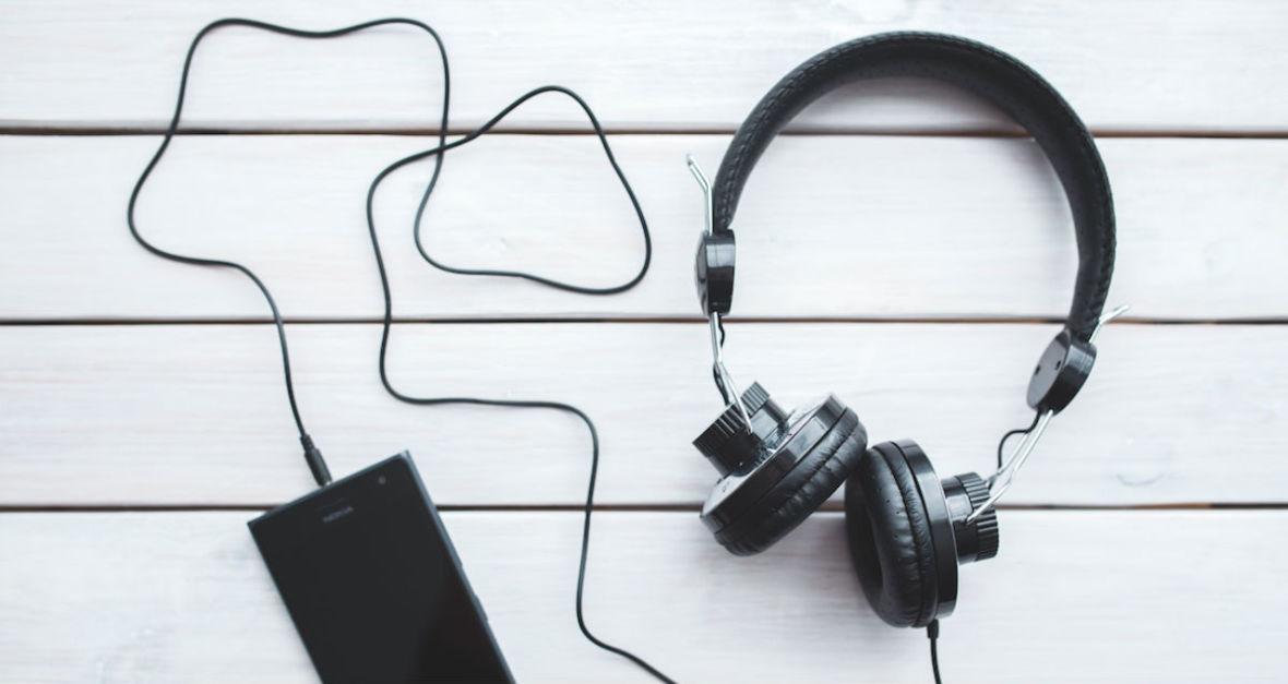 Synth pop i muzyczne zaświaty. Premiery płytowe listopada