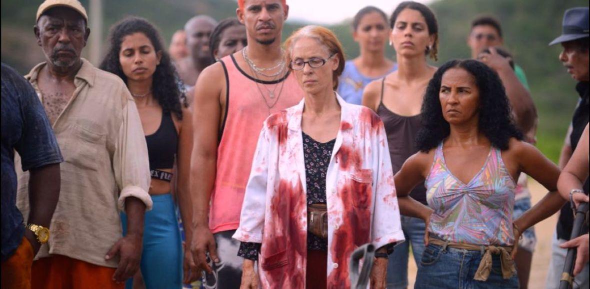 """Gdy zaangażowany społecznie dramat przeradza się w krwawą opowieść. Oceniamy film """"Bacurau"""""""