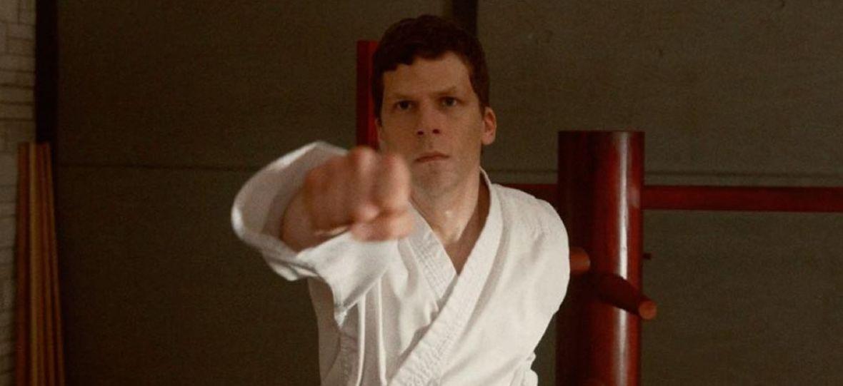 """Jesse Eisenberg uczy się tajników sztuk walki w urokliwym filmie """"Sztuka samoobrony"""""""