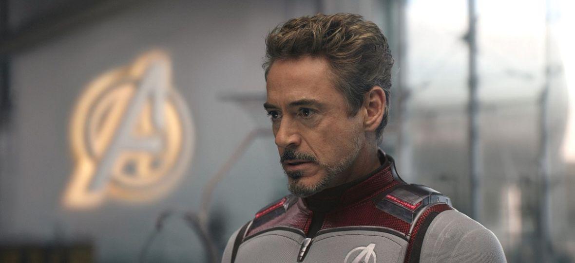 Bohater z Londynu nazwany Kapitanem Narwalem. Superbohaterowie mają wielki wpływ na świat, choć coraz rzadziej ratują niewinnych