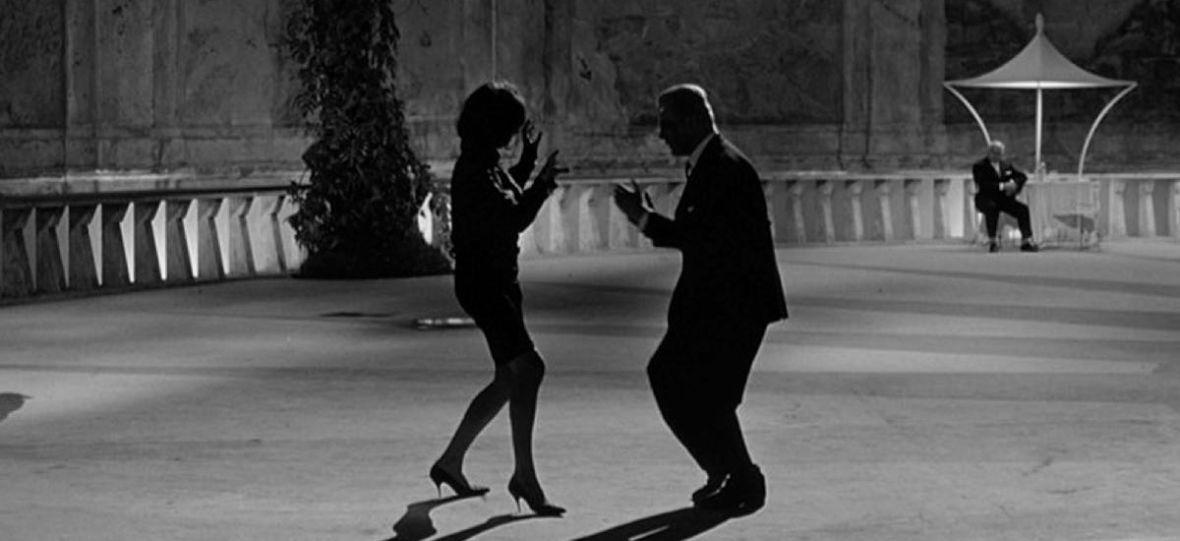 Dziś 100. rocznica urodzin Federico Felliniego, uznanego włoskiego twórcy. Gdzie legalnie obejrzymy jego filmy?