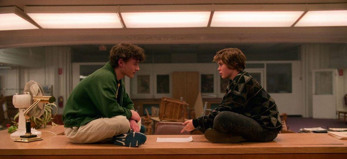 """Tęsknisz za """"Sex Education""""? Netflix na osłodę ma nowy serial młodzieżowy od twórców """"The End of the F***ing World"""" i """"Stranger Things"""""""