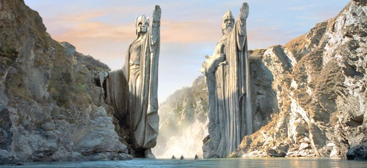 """Wszyscy chcieli widzieć w """"Wiedźminie"""" nową """"Grę o tron"""", a tymczasem trzeba poczekać na """"Władcę Pierścieni"""" od Amazona"""