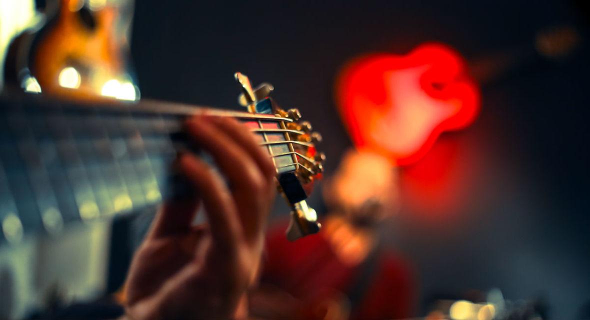Styczeń przyniesie sporo gitarowych nowości. Przeglądamy zapowiedzi płytowe na najbliższe tygodnie