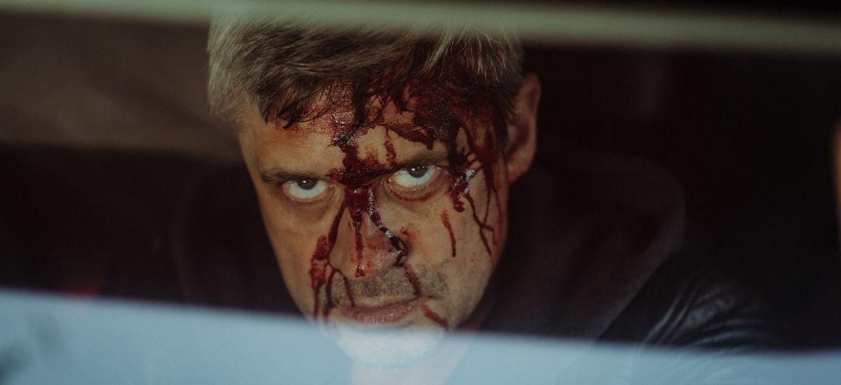 """O sobowtórach, wiedźminach i """"Małym Zgonie"""". Rozmawiamy z Piotrem Grabowskim, odtwórcą głównej roli w serialu Canal+"""