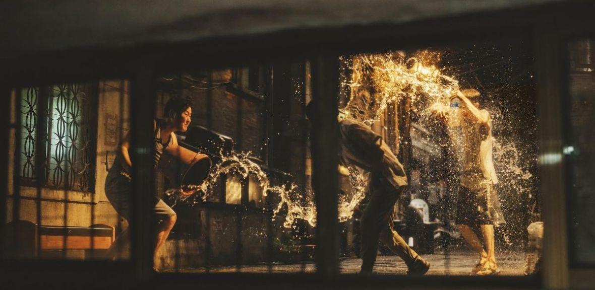 """""""Parasite"""" zasłużył na wszelkie wyróżnienia, bo to film, który opowiada o najbardziej palących problemach świata"""