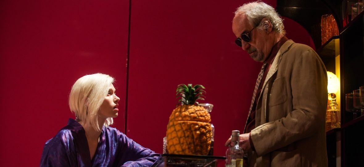 """""""W labiryncie"""" ludzkiego zepsucia. Oceniamy thriller Donato Carrisiego"""