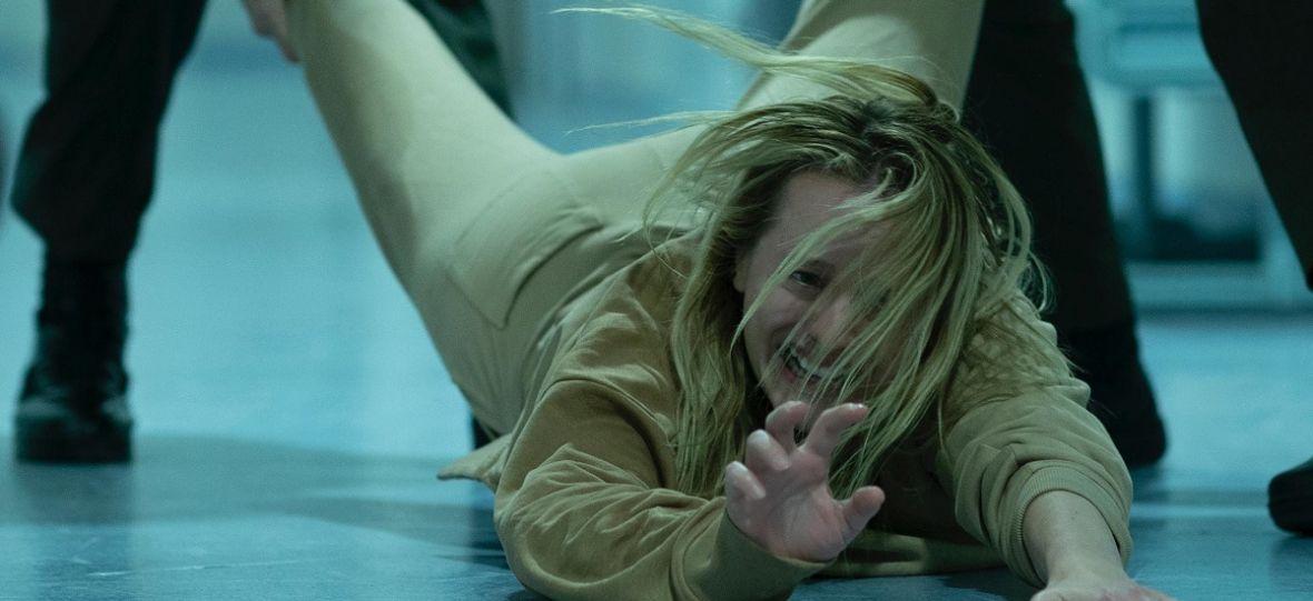 """""""Niewidzialny człowiek"""" pokazuje, dlaczego warto robić remaki. Horroru z tak mocną atmosferą dawno nie było – recenzja"""