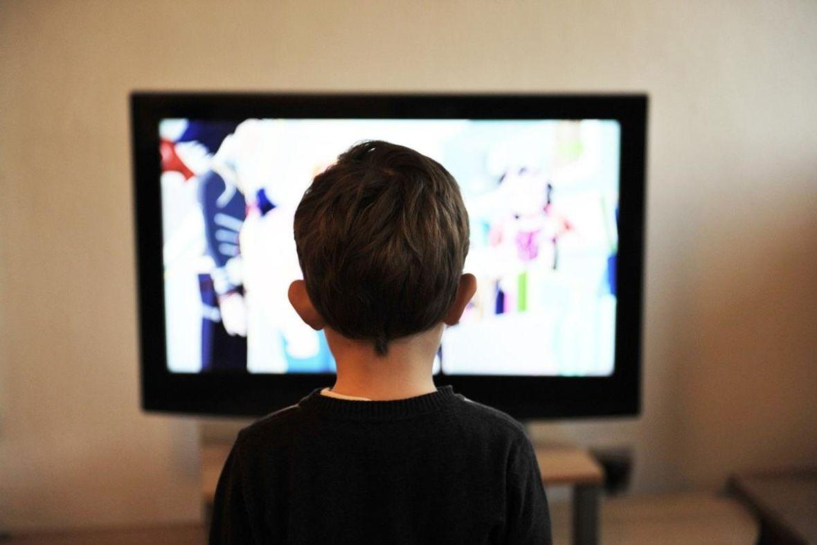 W czasie pandemii oglądamy więcej telewizji. Polacy spędzają średnio 5 godzin dziennie przed odbiornikami