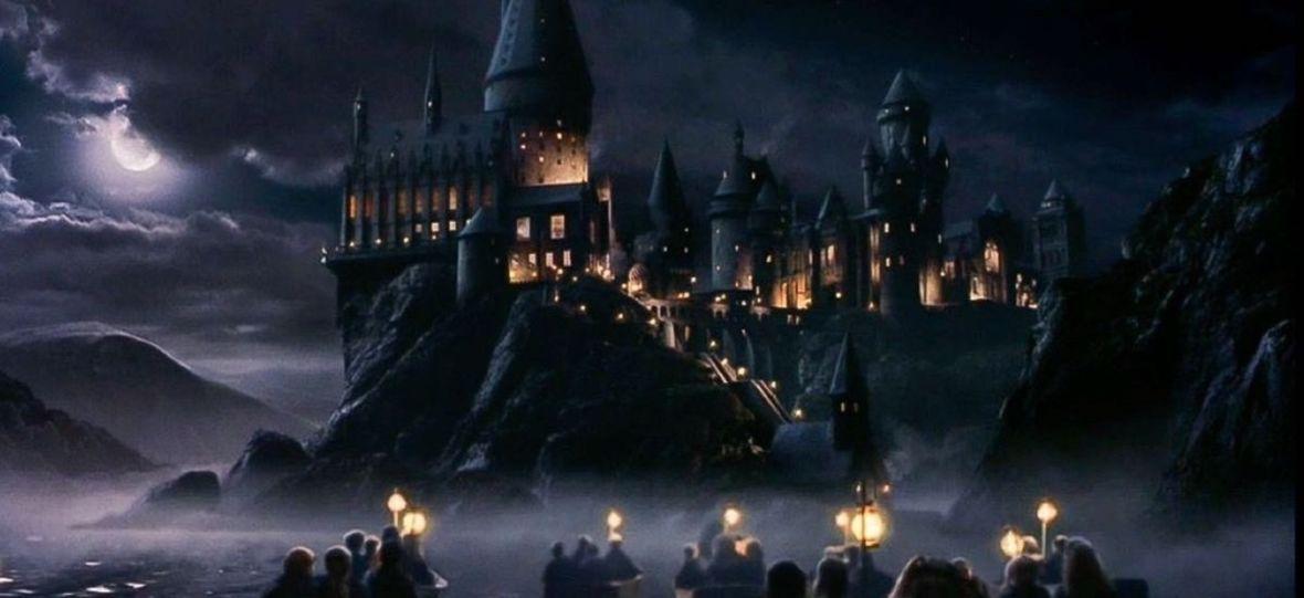 J.K. Rowling uruchomiła magiczną stronę dla dzieci znudzonych kwarantanną. Czym jest portal Harry Potter at Home?