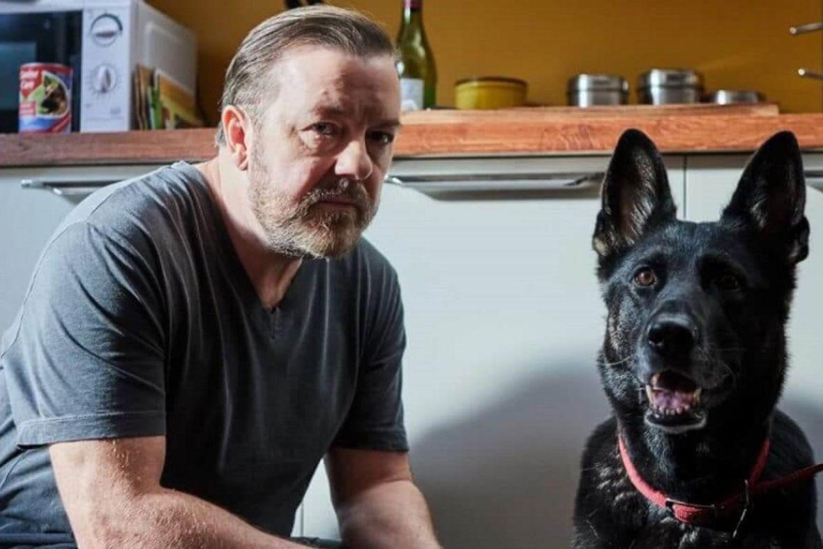 Ricky Gervais apeluje, aby celebryci przestali narzekać na izolację w swoich willach z basenami
