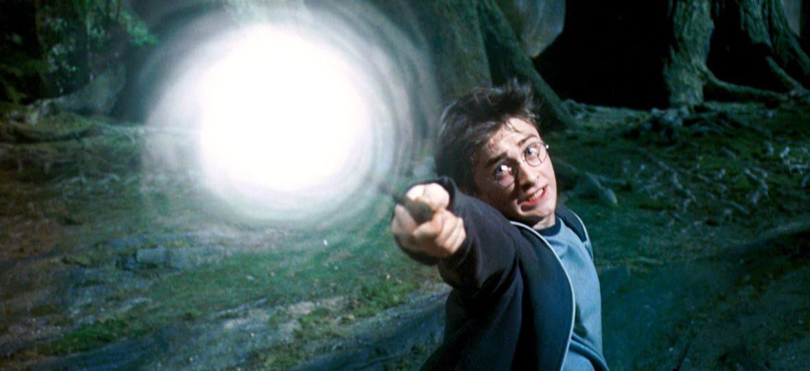 """Cały weekend spędzicie na oglądaniu Netfliksa. Do serwisu wpadły seria """"Harry Potter"""" i nowy serial twórcy """"Domu z papieru"""""""