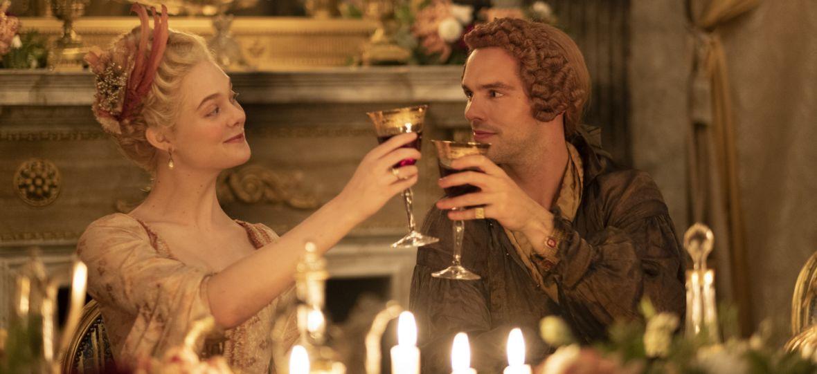 """""""Wielka"""" zapowiada się na nowy hit HBO GO. Elle Fanning i Nicholas Hoult opowiedzieli nam o komediowym serialu historycznym"""